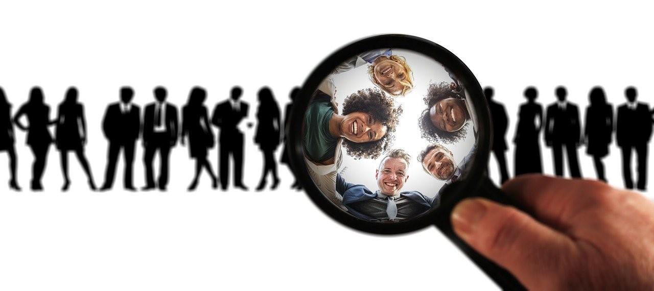 investigar el perfil de un cliente